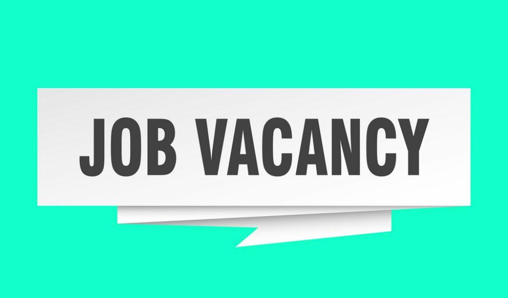 job vacancy sign. job vacancy paper origami speech bubble. job vacancy tag. job vacancy banner